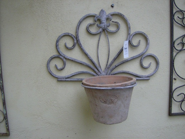 Aged Metal Wall Mounted Single Flower Pot Holder